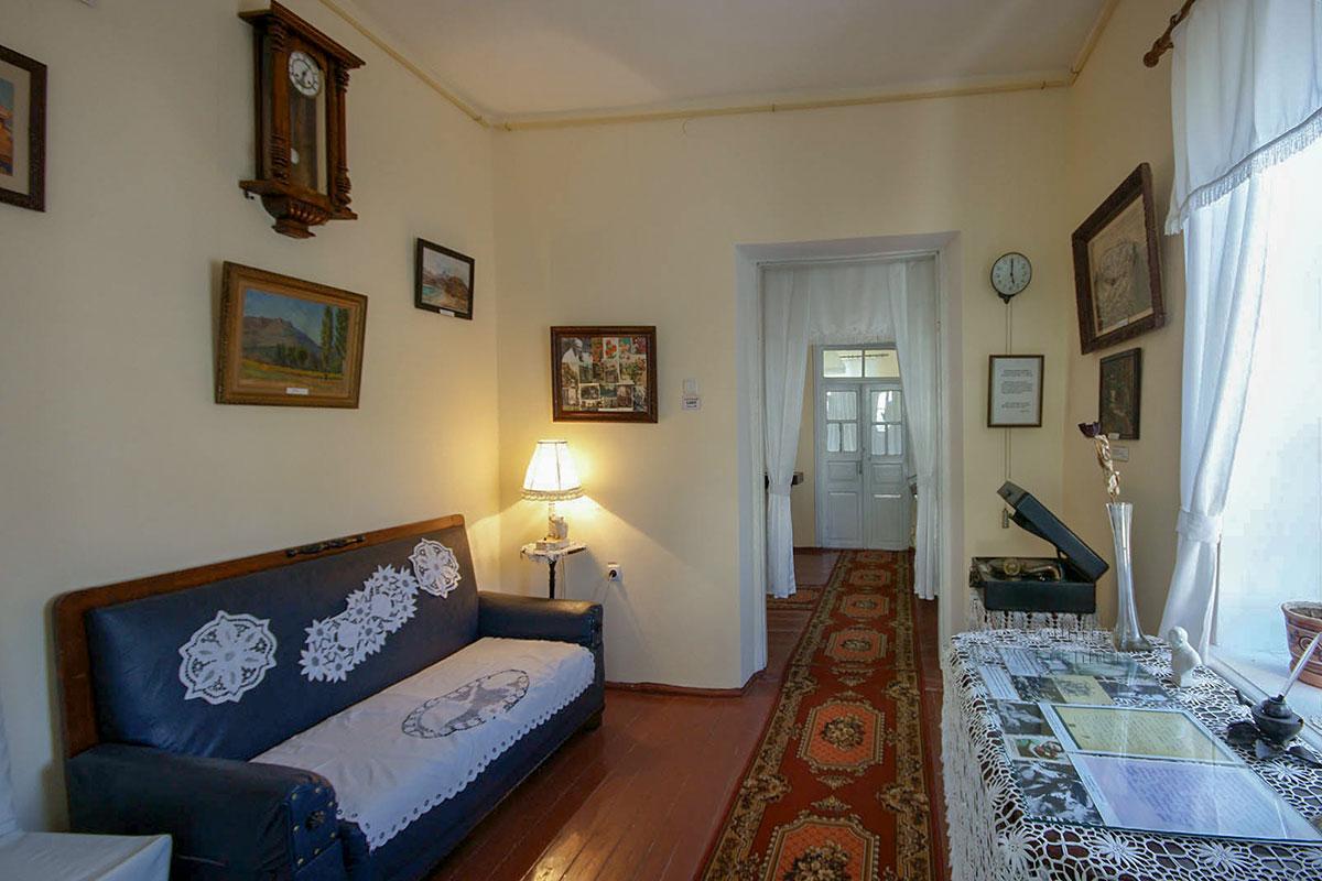 Для создания экспозиции Дом-музей Паустовского в Старом Крыму собрал экспонаты из всех трех домов, где в разные годы останавливался писатель.