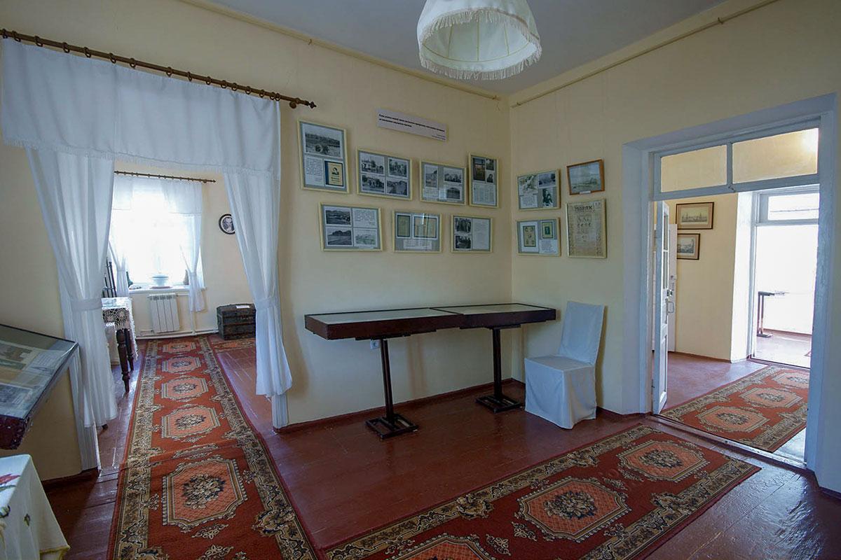 По наведенному порядку и образцовому содержанию небольшой Дом-музей Паустовского в Старом Крыму не уступает более известным.