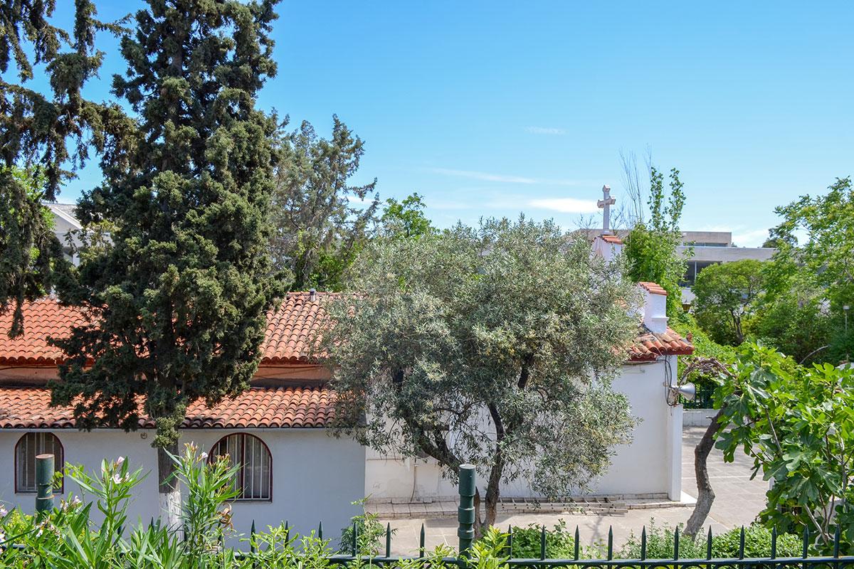 Не составит труда найти церковь святого Николаса района Ригиллис, особенно зная, что она расположена между Детским и Византийским музеями.