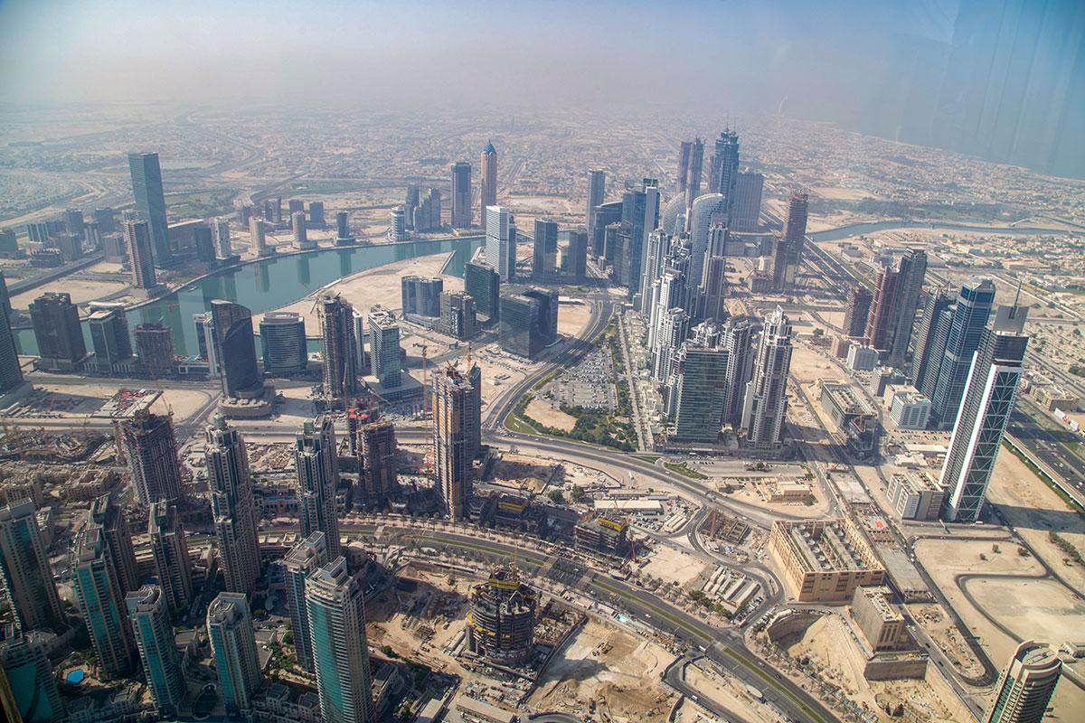 Наиболее живописная перспектива с башни Бурдж Халифа открывается в юго-восточном направлении, видны даже воды Персидского залива.