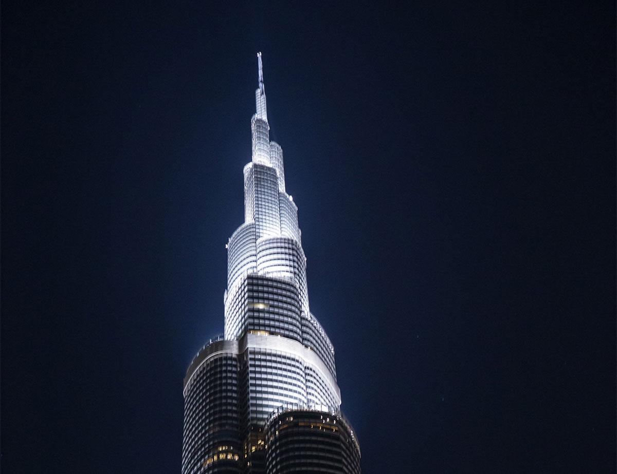 Уступы стен здания башни Бурдж Халифа продиктованы не соображениями декоративности, а точными математическими расчетами ветровой нагрузки.