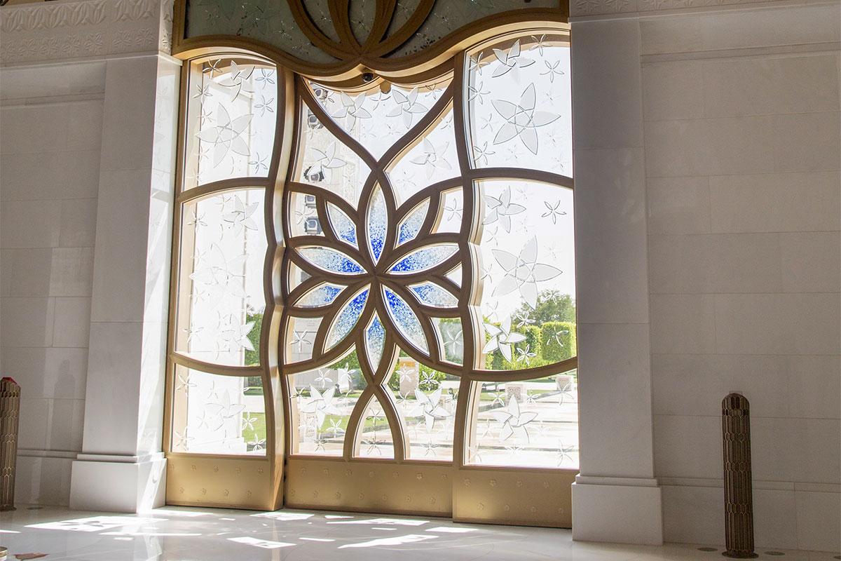 Многие декоративные детали мечети шейха Зайда, внешне не выглядящие выдающимися, сделаны лучшими в мире мастерами.