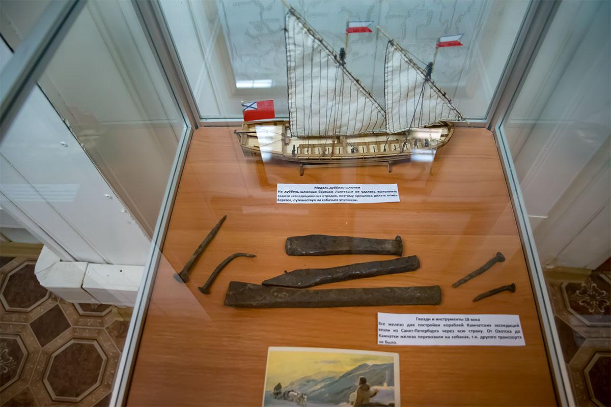 Немногочисленные вещественные экспонаты, которыми располагает московский Музей Собаки, снабжены пояснительными записками об истории.