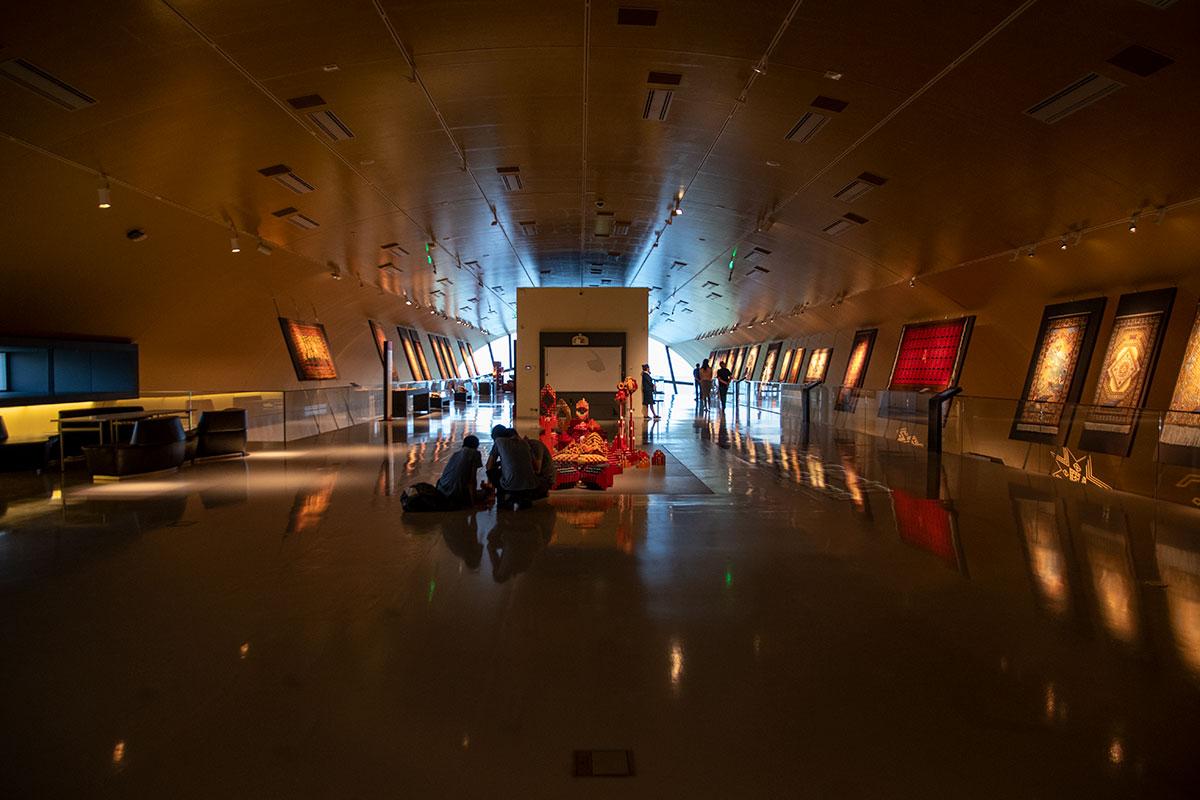 Музей ковра в Баку внутренним обликом напоминает тоннель или станцию метрополитена.