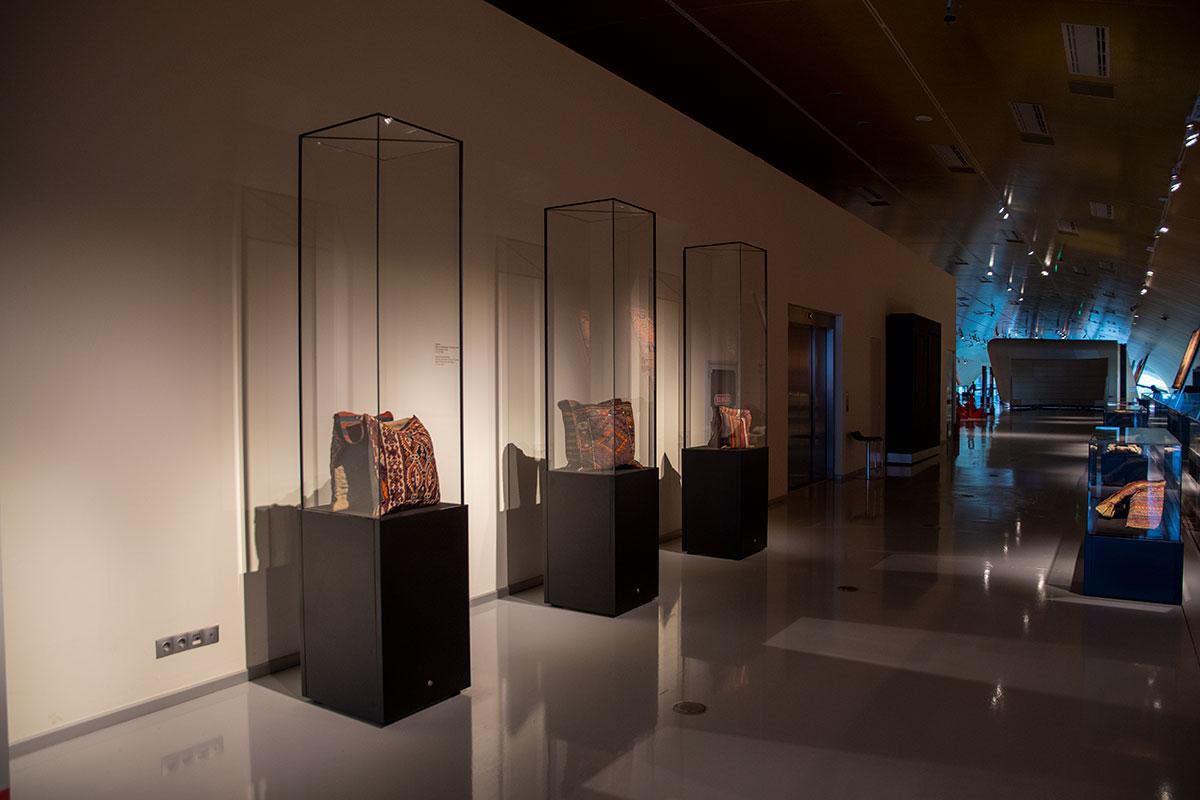 Азербайджанский музей ковра практикует разнообразные методы выставочной деятельности.