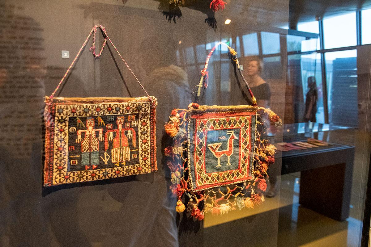 Музей ковра в Баку выставил не только крупные изделия, но и миниатюрные образцы.