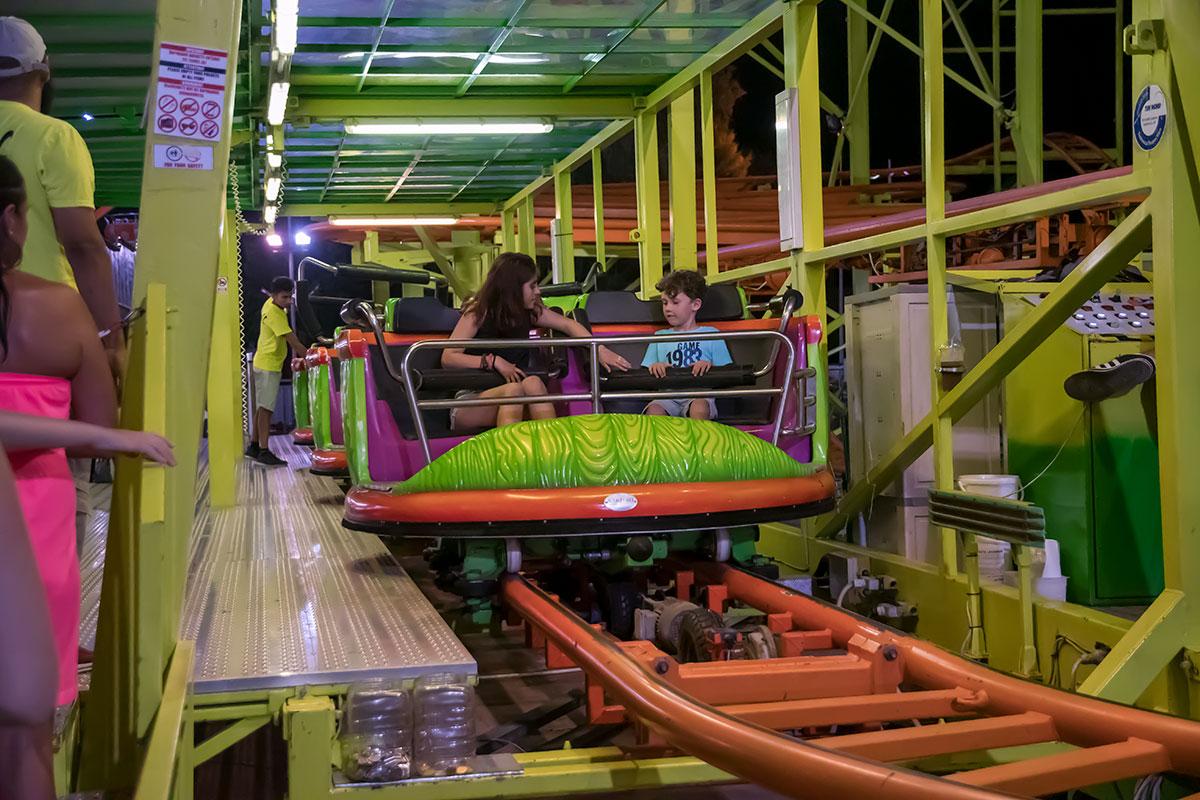 Лунапарк в Айя Напе практикует фотографирование посетителей