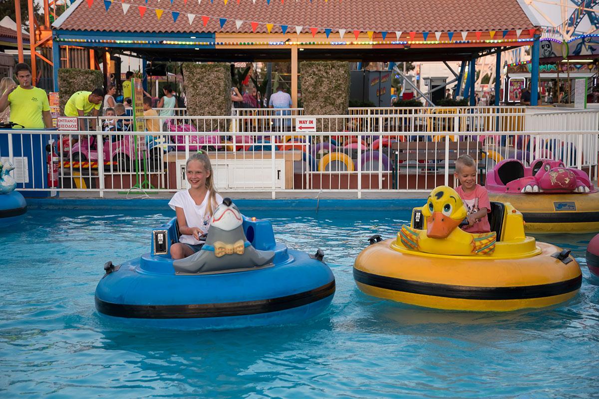 Водные развлечения Лунапарк в Айя Напе также практикует