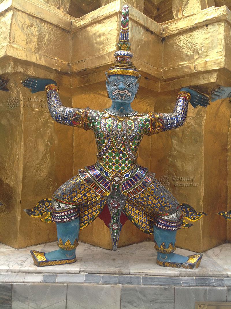 Одна из фигур учителя будды храма Ват Пхо