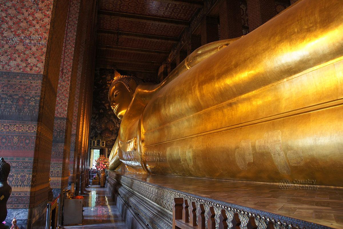 Лежащий Будда в храме Ват Пхо