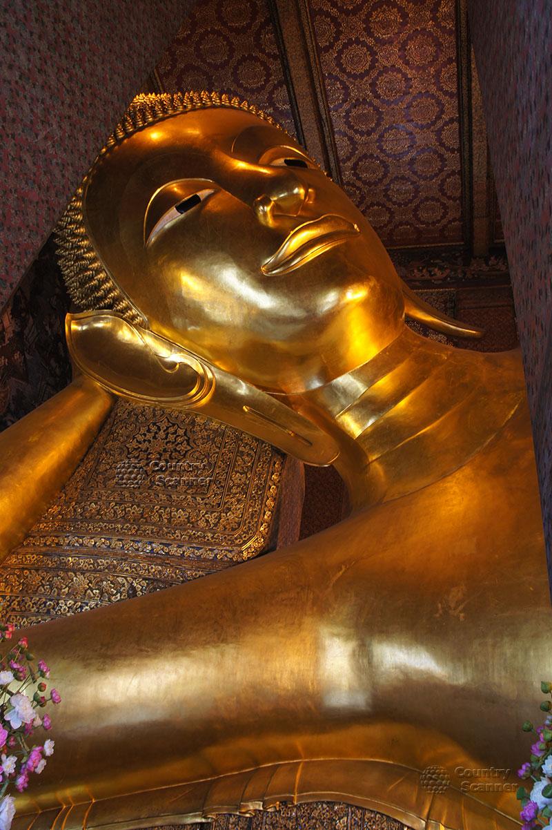Голова лежащего Будды в храме Ват Пхо