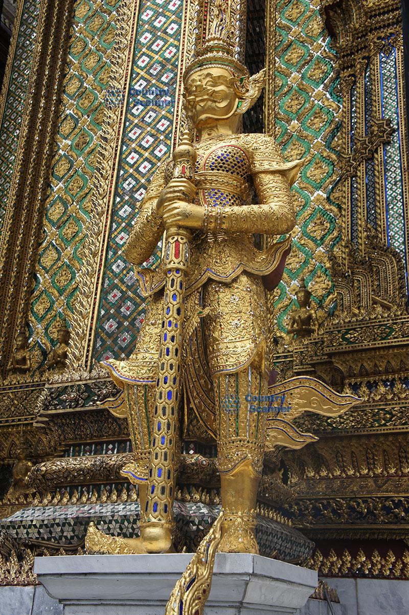 Золотая статуя Храма Ват Пхо
