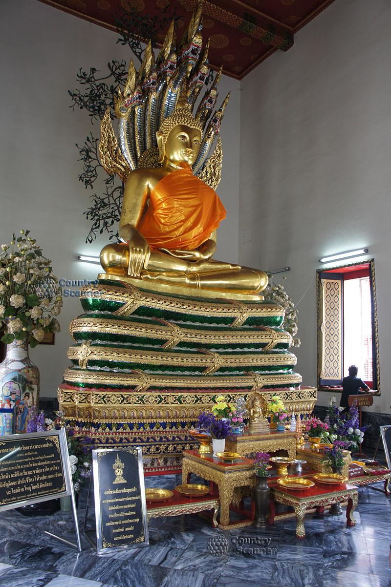 Будда в храме Ват Пхо