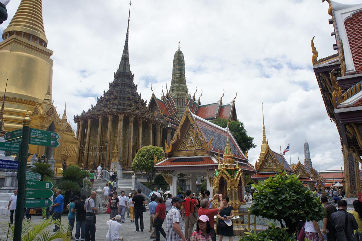 Многочисленные здания храма Ват Пхо