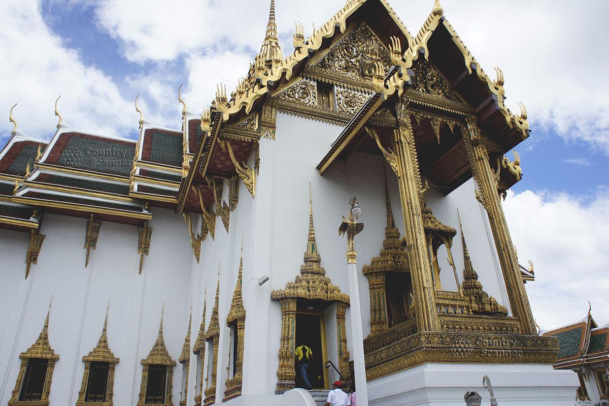 Резное здание храма Ват Пхо
