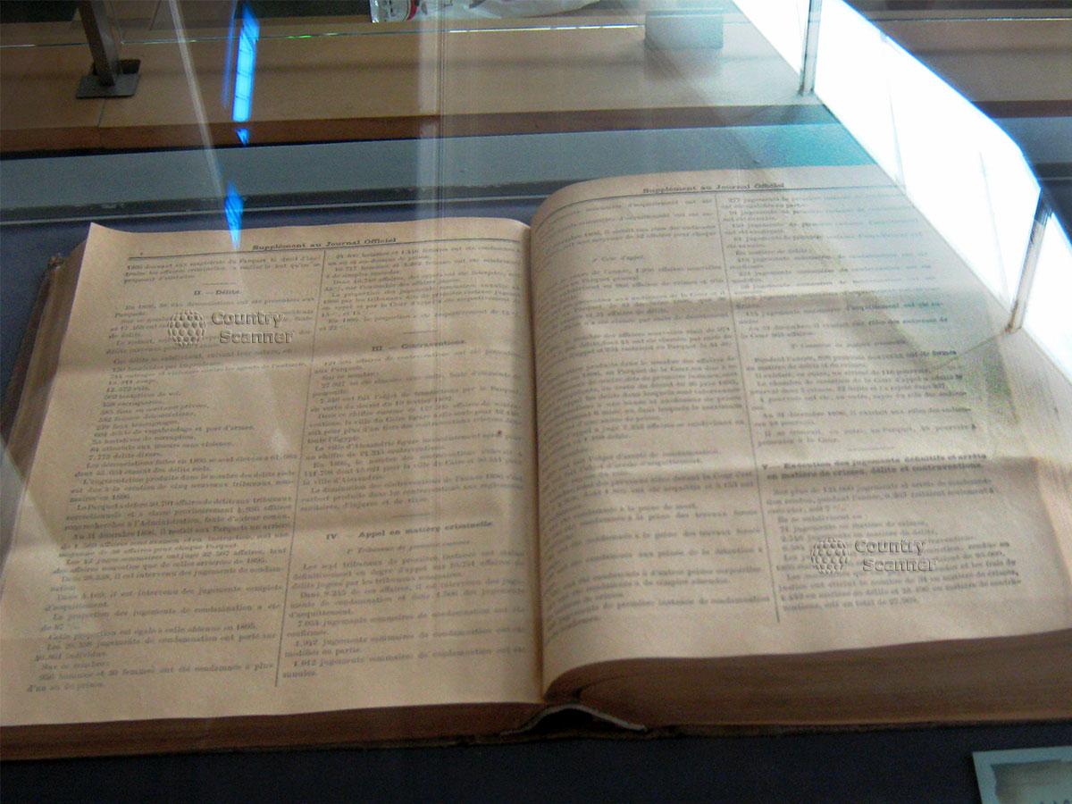 Открытая книга в Александрийской библиотеке