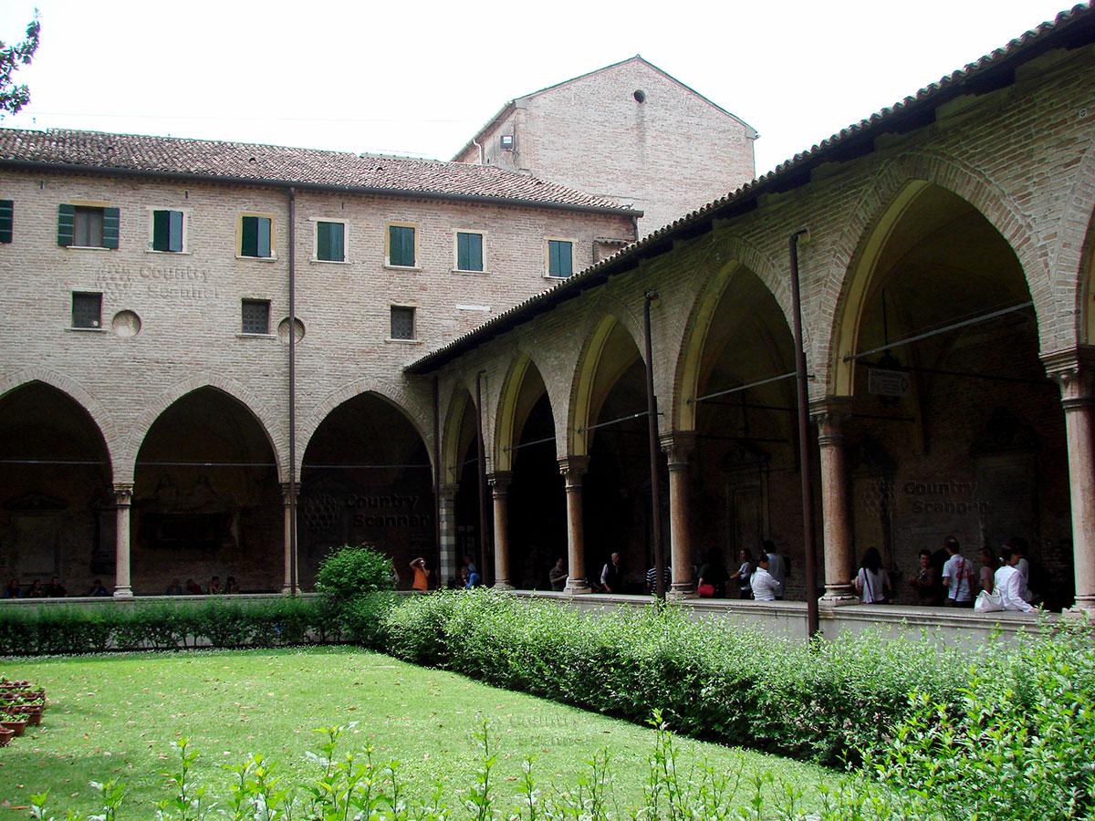 Базилика святого Антония Падуанского. Внутренний двор