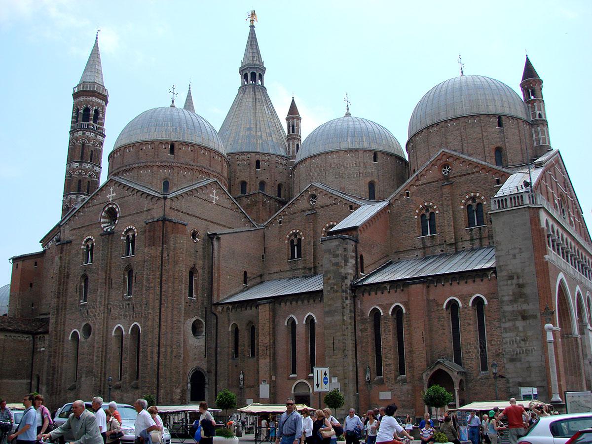 Базилика святого Антония Падуанского. Общий вид