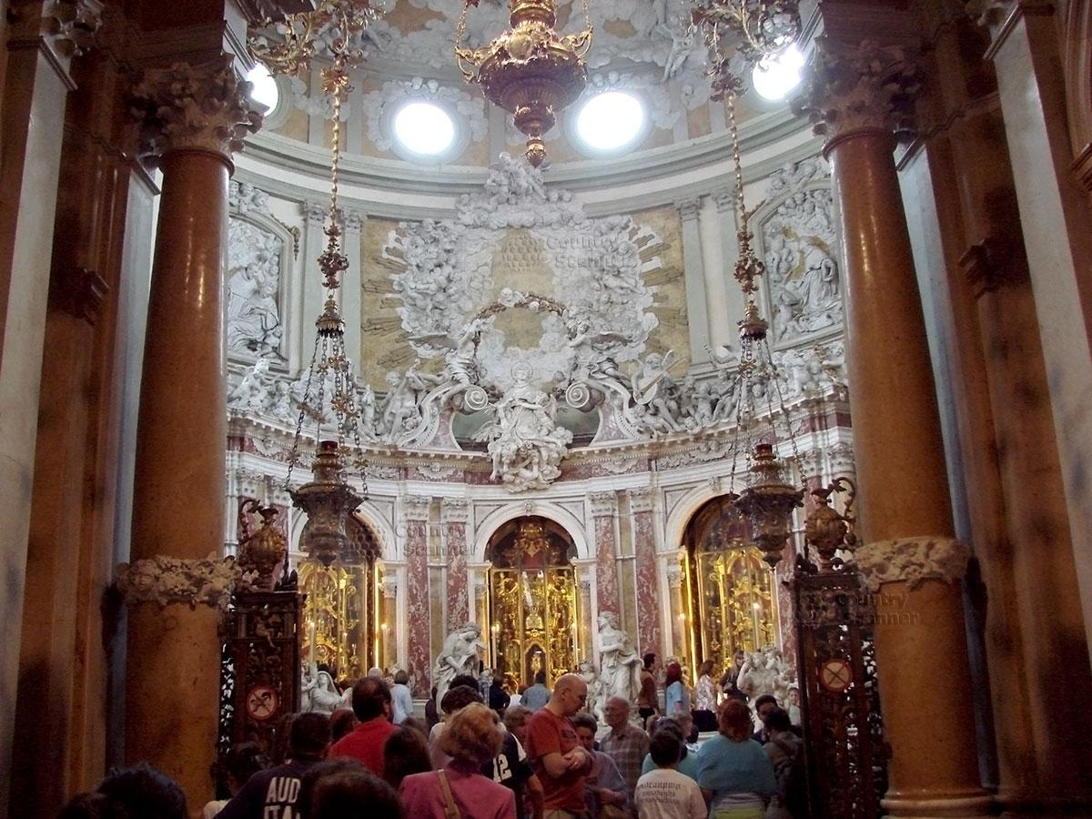 Базилика святого Антония Падуанского. Свод над алтарем
