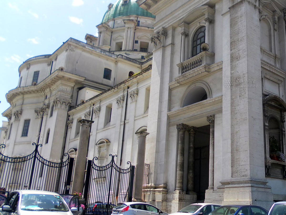 Фасад Базилики Богоматери Доброго Совета