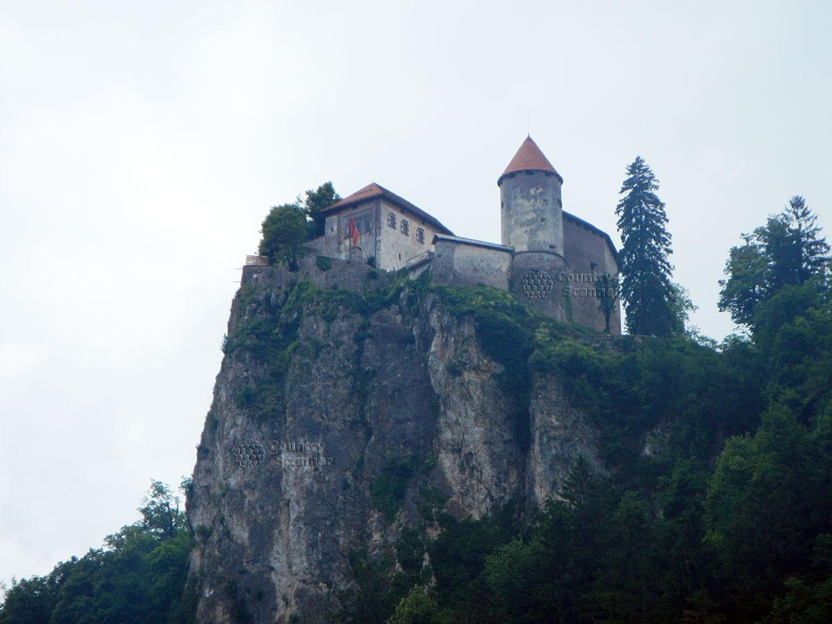 Средневековый замок на озере Блед