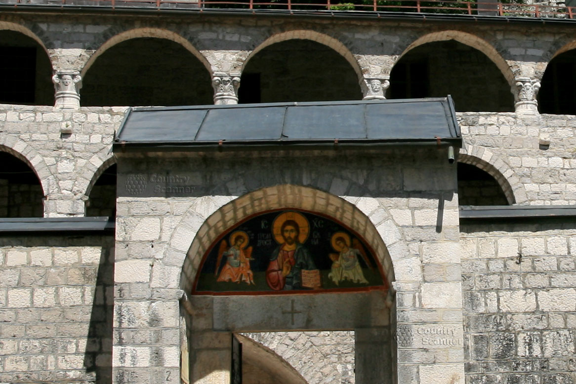 Строгая красота Цетинского монастыря.