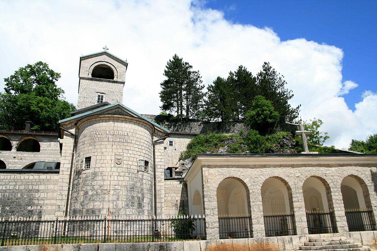 Цетинский монастырь. Усыпальница в честь правящей династии.
