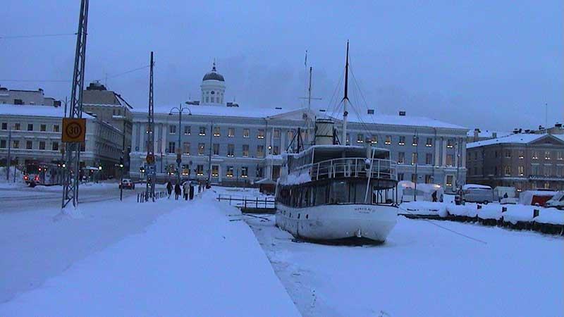 Заснеженная набережная в Хельсинки