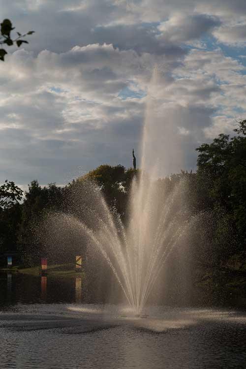 Рига, Латвия. Фонтан в парке. Сайт про путешествия http://countryscanner.ru/