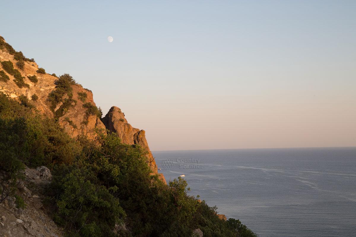 Скалистое побережье мыса Фиолент.