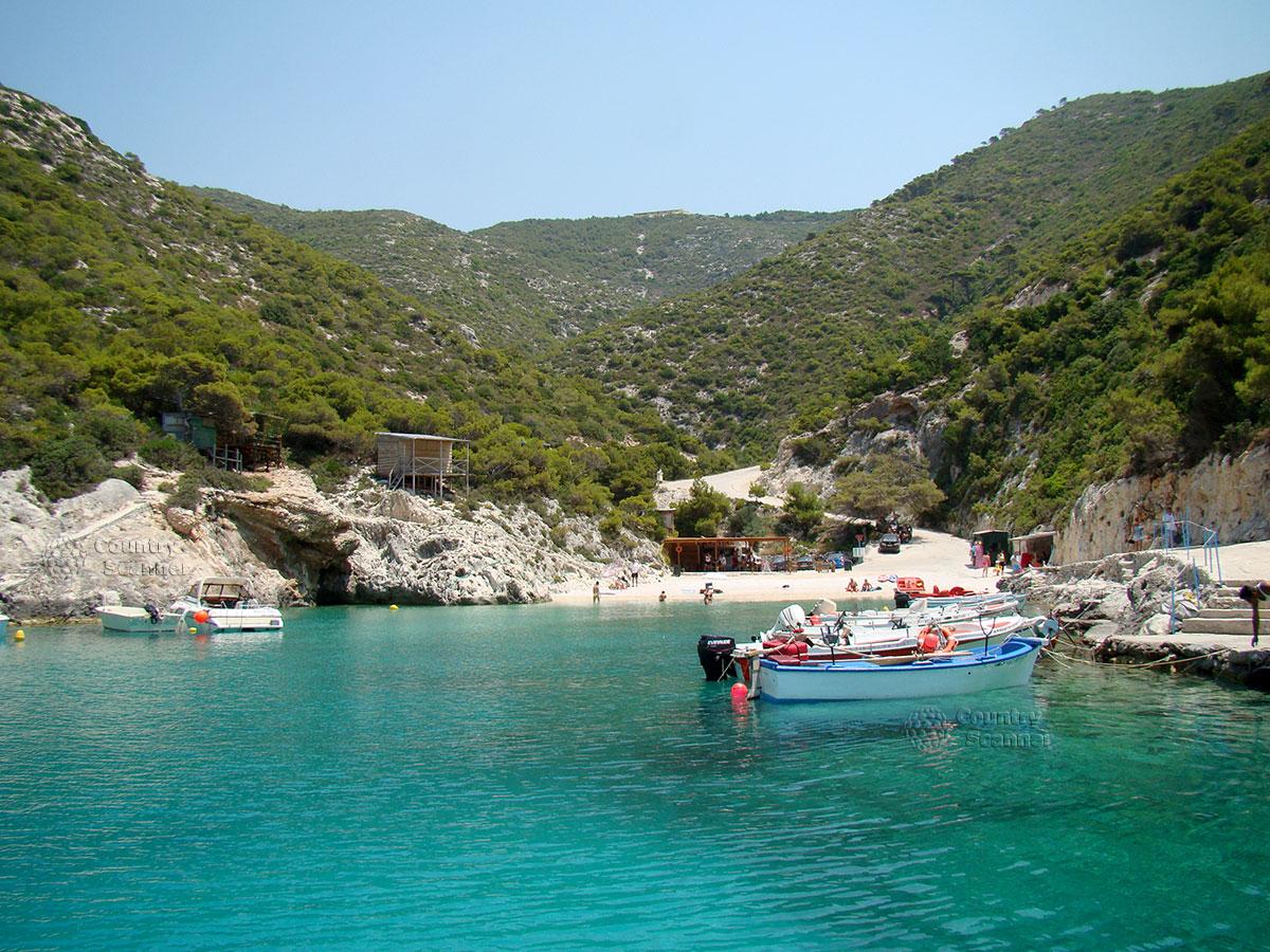 Голубые пещеры. Моторные лодки