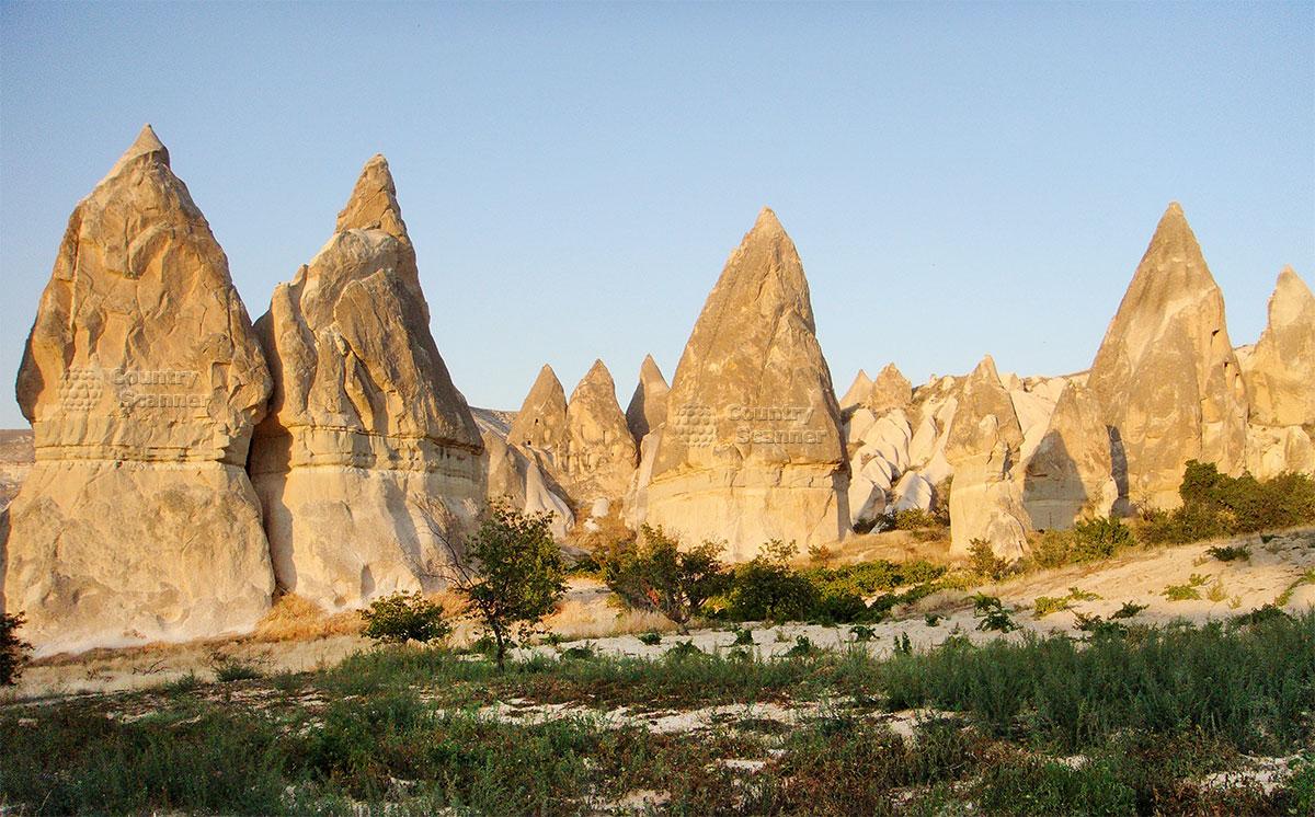 Фантастические пейзажи окрестностей пещер Кападикии