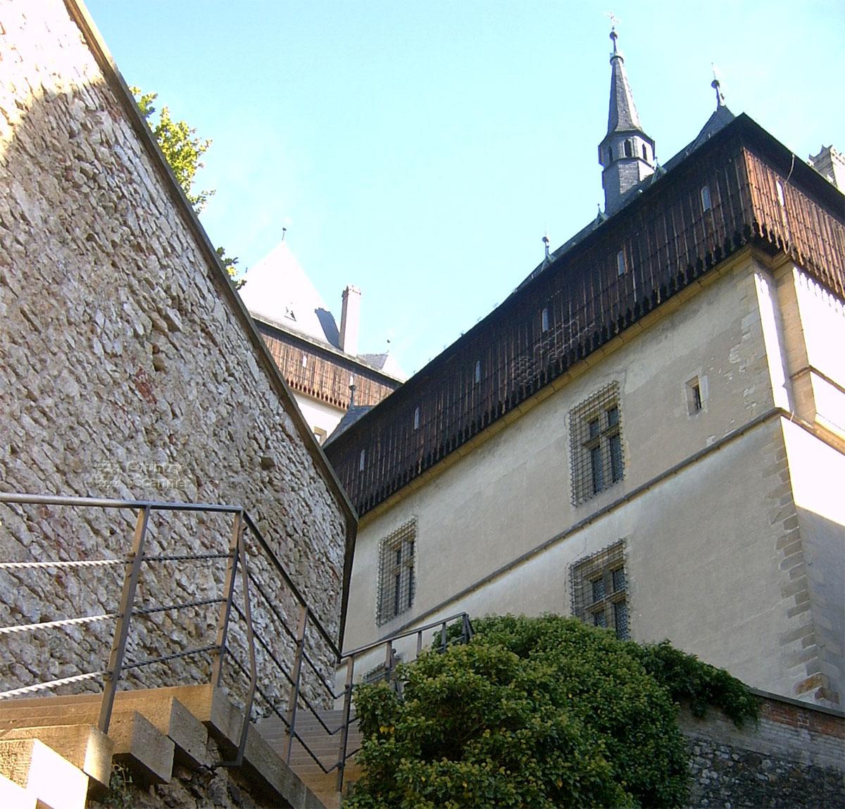 Замок Карлштейн подъем по лестнице