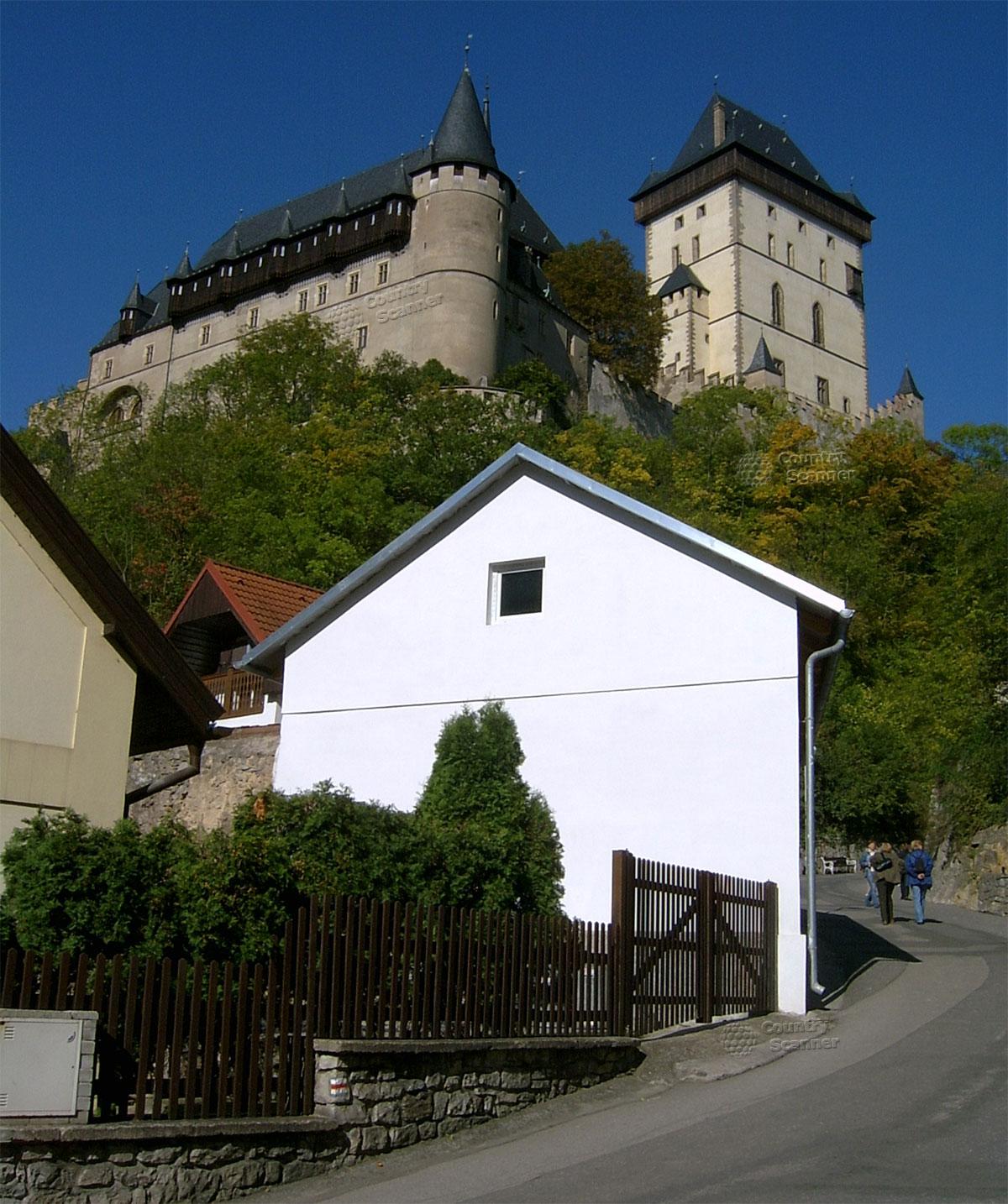 Готический замок Карлштейн вид снизу