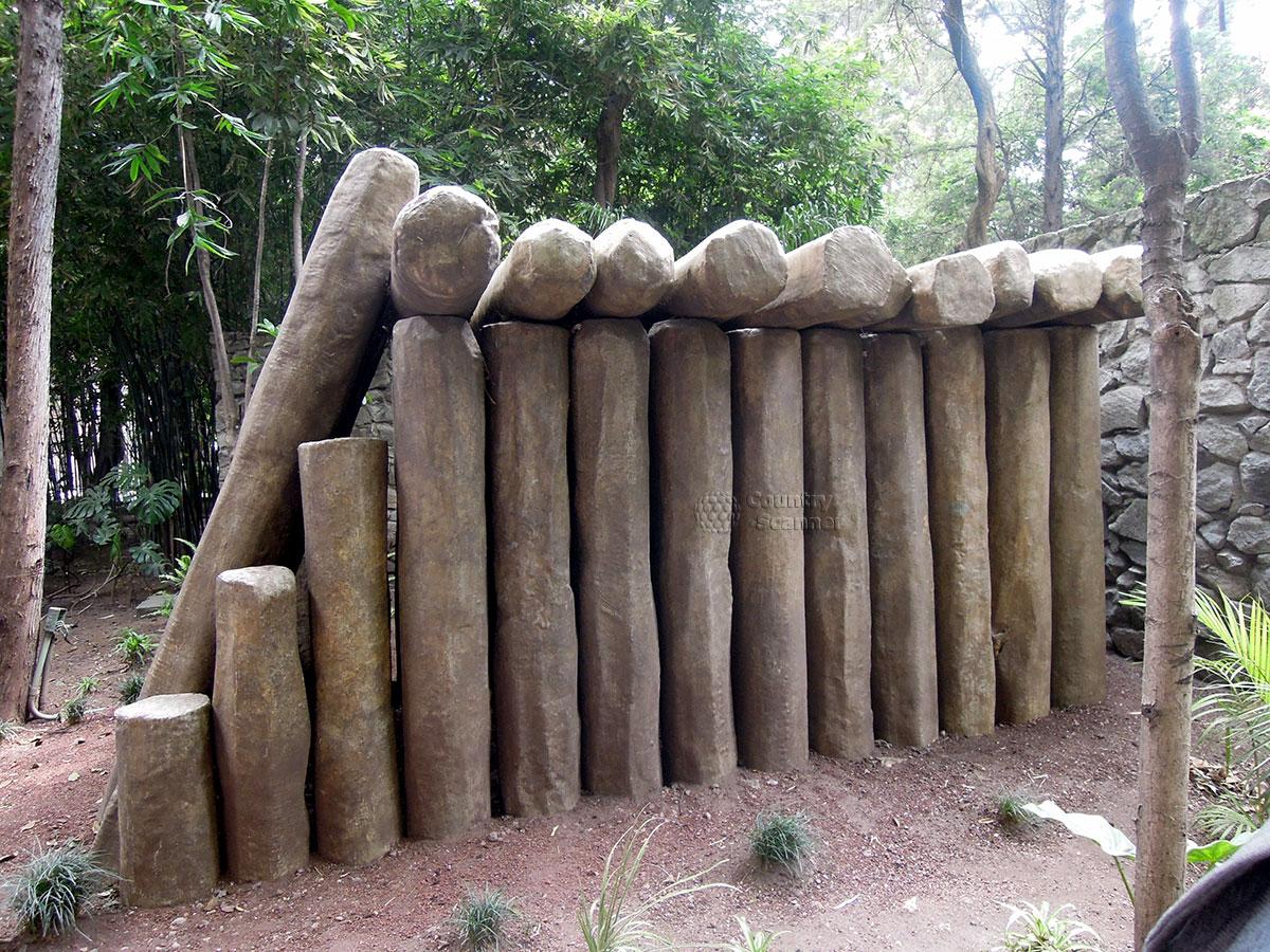 Национальный музей антропологии в Мехико. Базальтовые колонны.