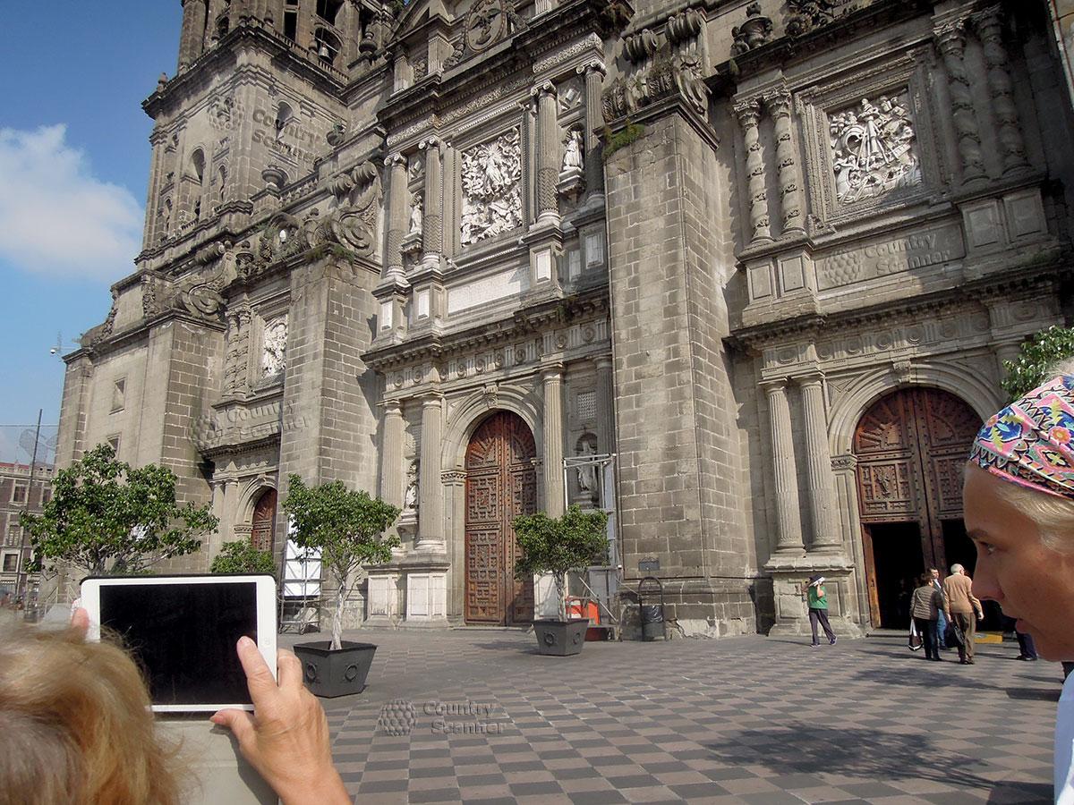 Кафедральный собор Мехико. Вход