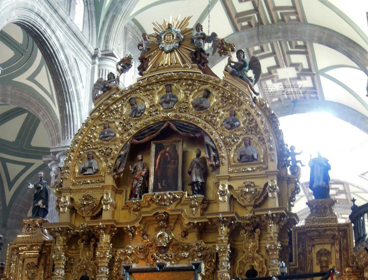 Кафедральный собор Мехико. Стеклянные перекрытия потолка над алтарем