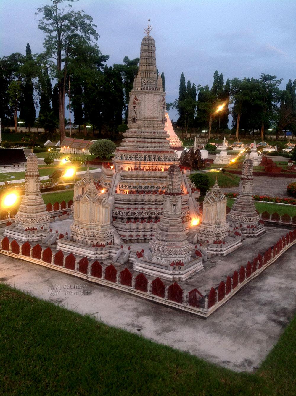 Миниатюры парка Мини-Сиам с подсветкой