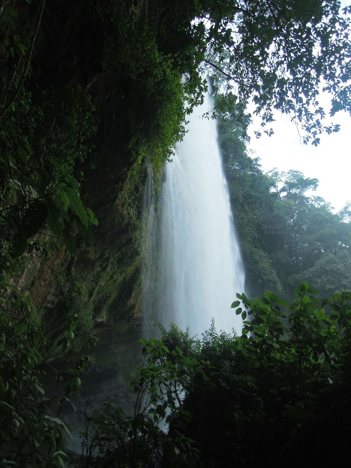 Водопад Мисоль-Ха. Бурный поток