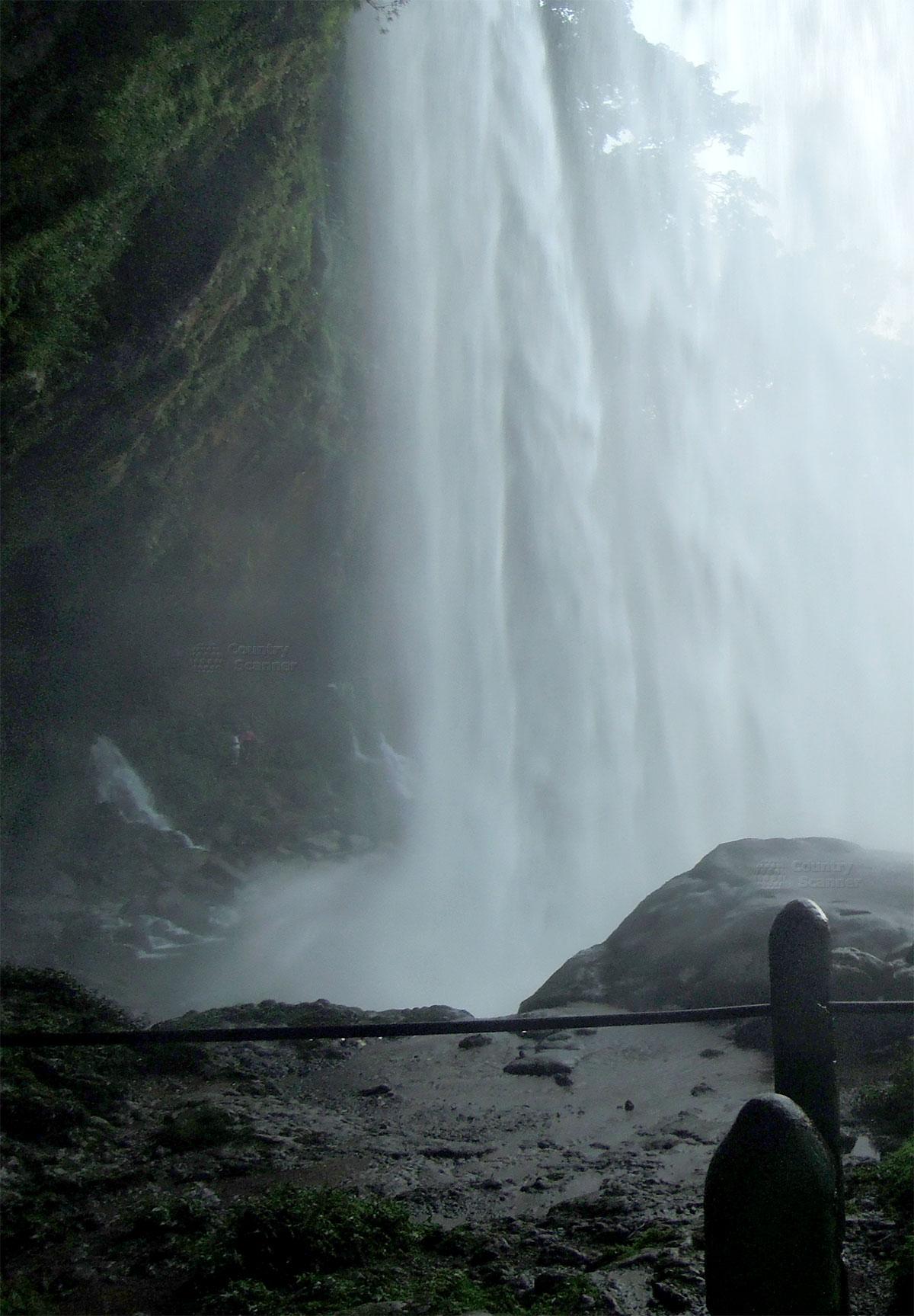 Водопад Мисоль-Ха. Брызги