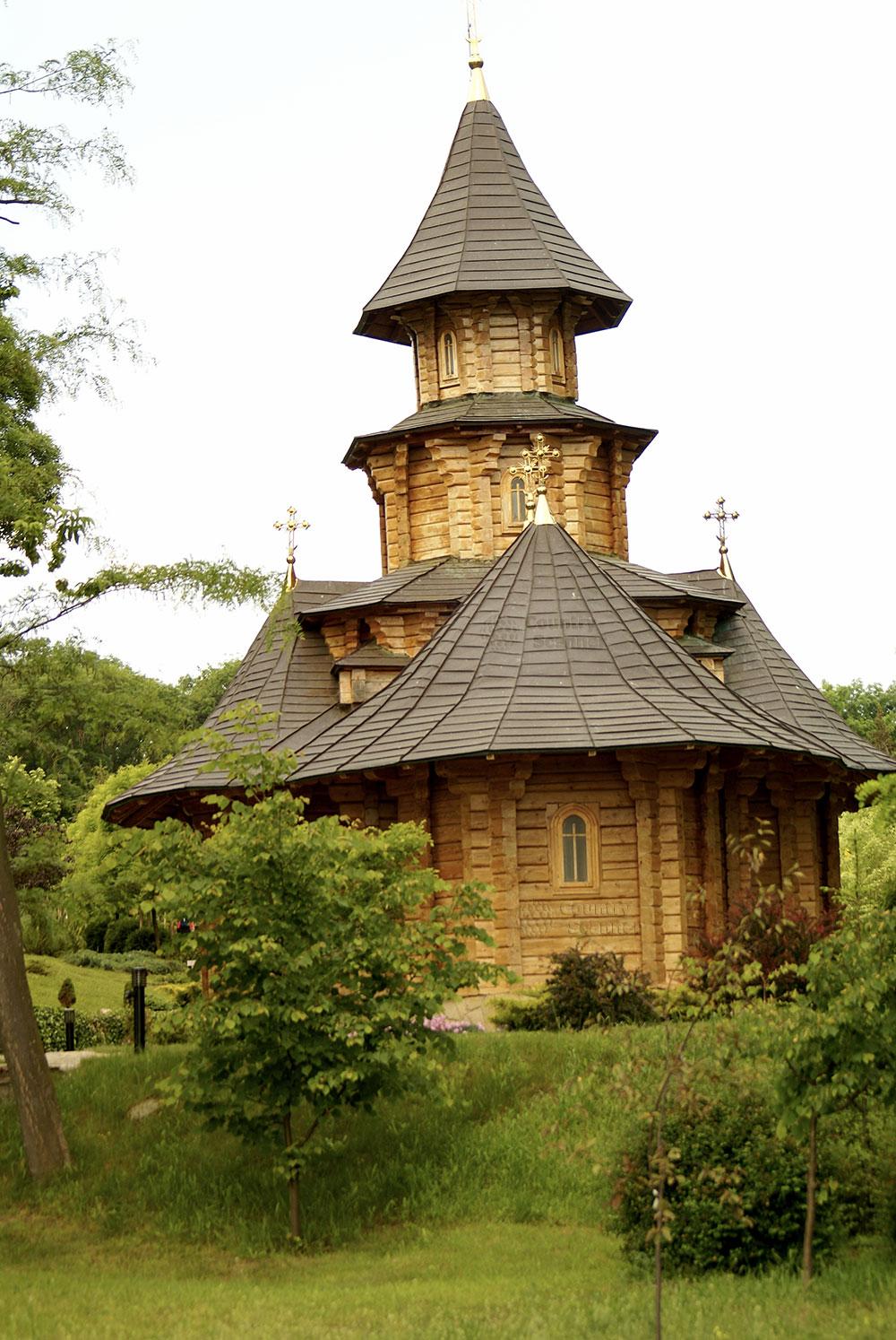 Монастырь святых жен мироносиц Марфы и Марии. Деревянная церковь.