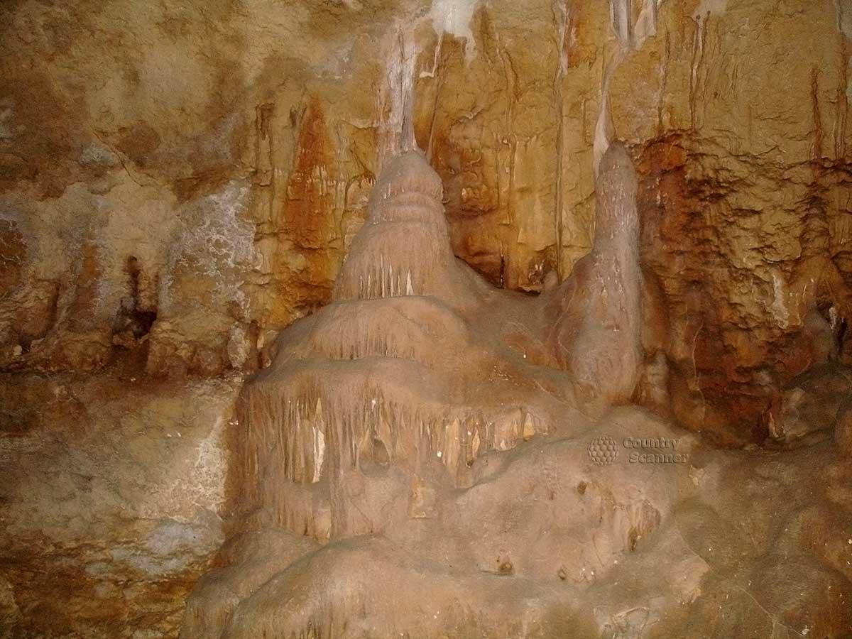 Мраморная пещера. Пенные наросты.