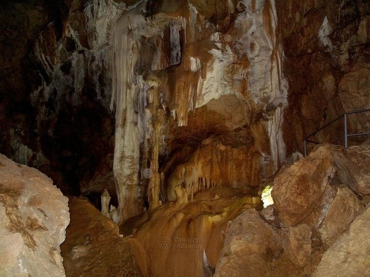 Мраморная пещера. Сталактиты-сталагмиты.