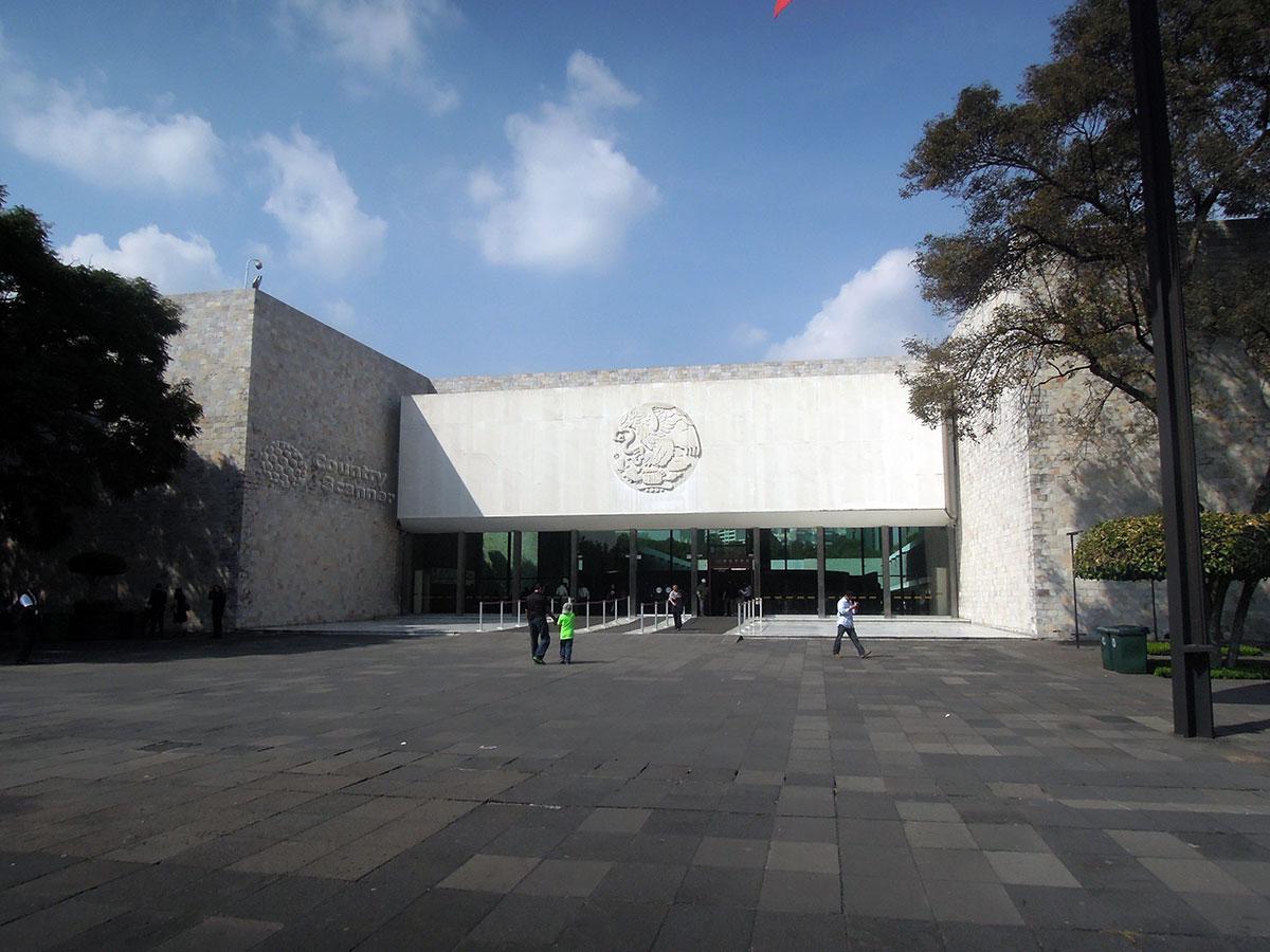Вход в Национальный музей антропологии