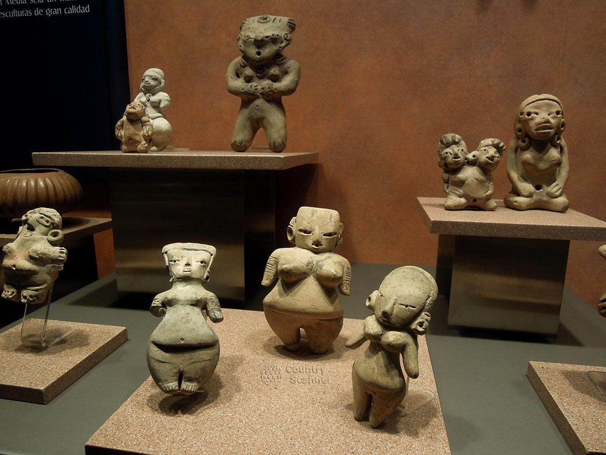 Древние статуэтки в Национальном музее антропологии