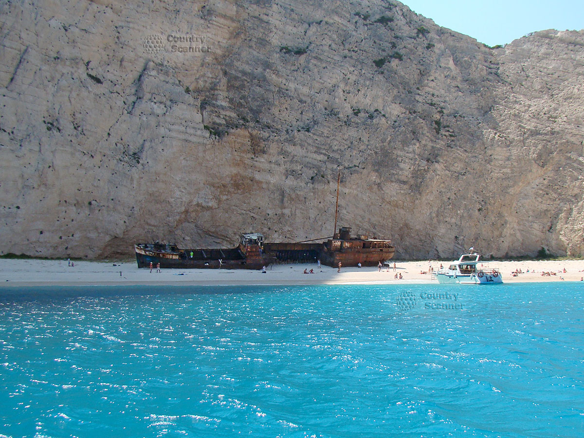 Бухта затонувшего корабля Navagio. Пляж