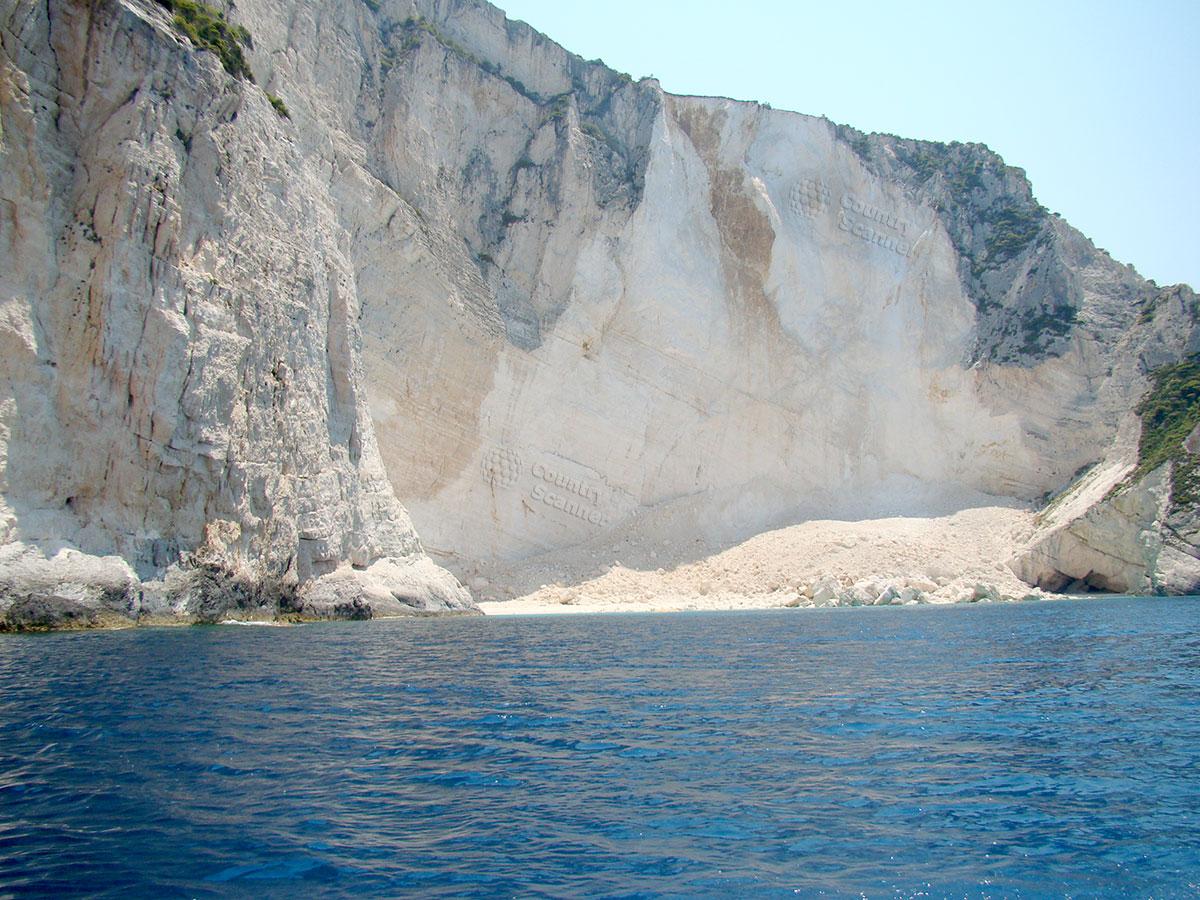 Голубые пещеры. Осыпавшийся склон