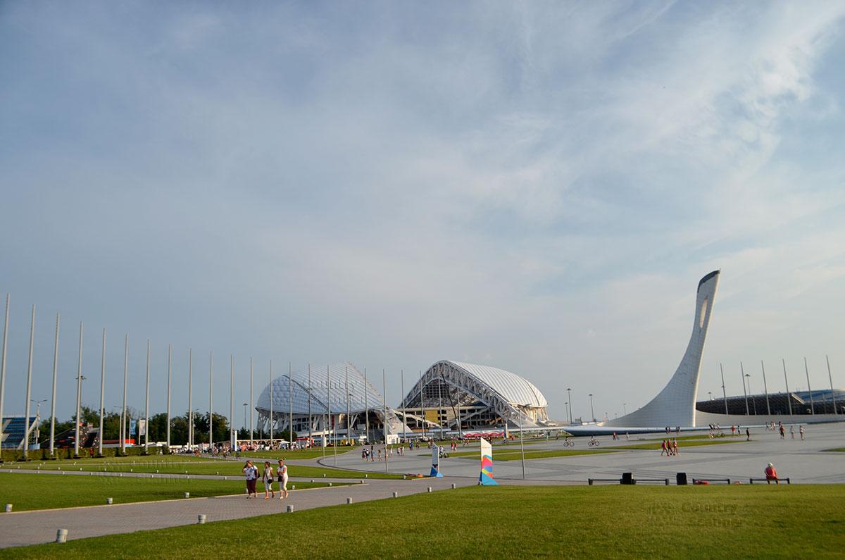 Летний вечер в сочинском Олимпийском парке