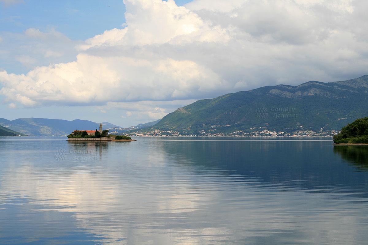Морской пейзаж с островом Госпа од Мило.