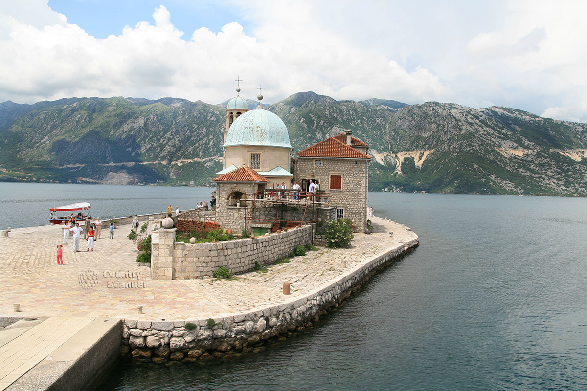 Остров Госпа од Шкрпела. Церковь.